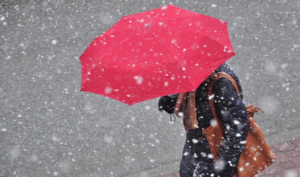 [OSTRZEŻENIE METEOROLOGICZNE] Czeka nas załamanie pogody. Wieczorem ma zacząć sypać śnieg  - Zdjęcie główne