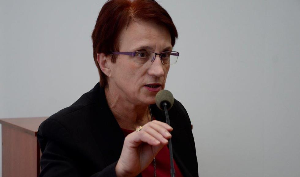 - Całkowite rozłączenie lekcji zadłużyłoby budżet gminy - mówi Elżbieta Wróbel - Zdjęcie główne
