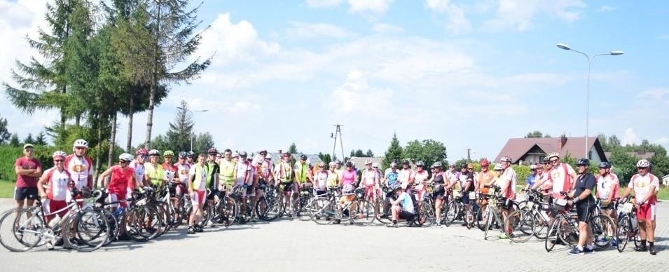 Góralska Pielgrzymka Rowerowa, z Giewontu na Hel, przejechała dziś przez nasz powiat. Cykliści zatrzymali się w Kolbuszowej - Zdjęcie główne