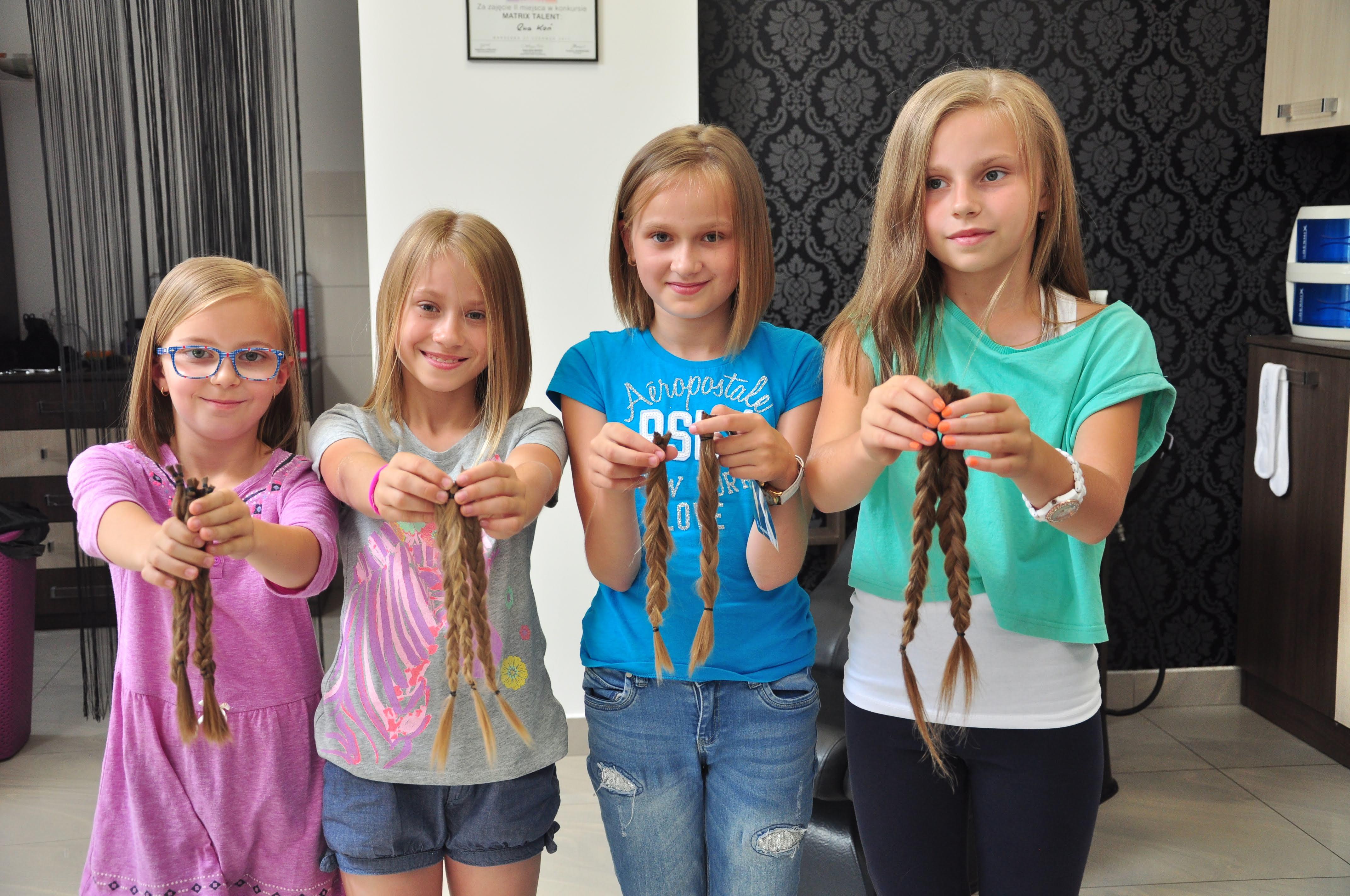 Kolbuszowa. Dziewczynki z Kopci oddały swoje włosy na akcję Fundacji Rak'n'Roll [ZDJĘCIA] - Zdjęcie główne
