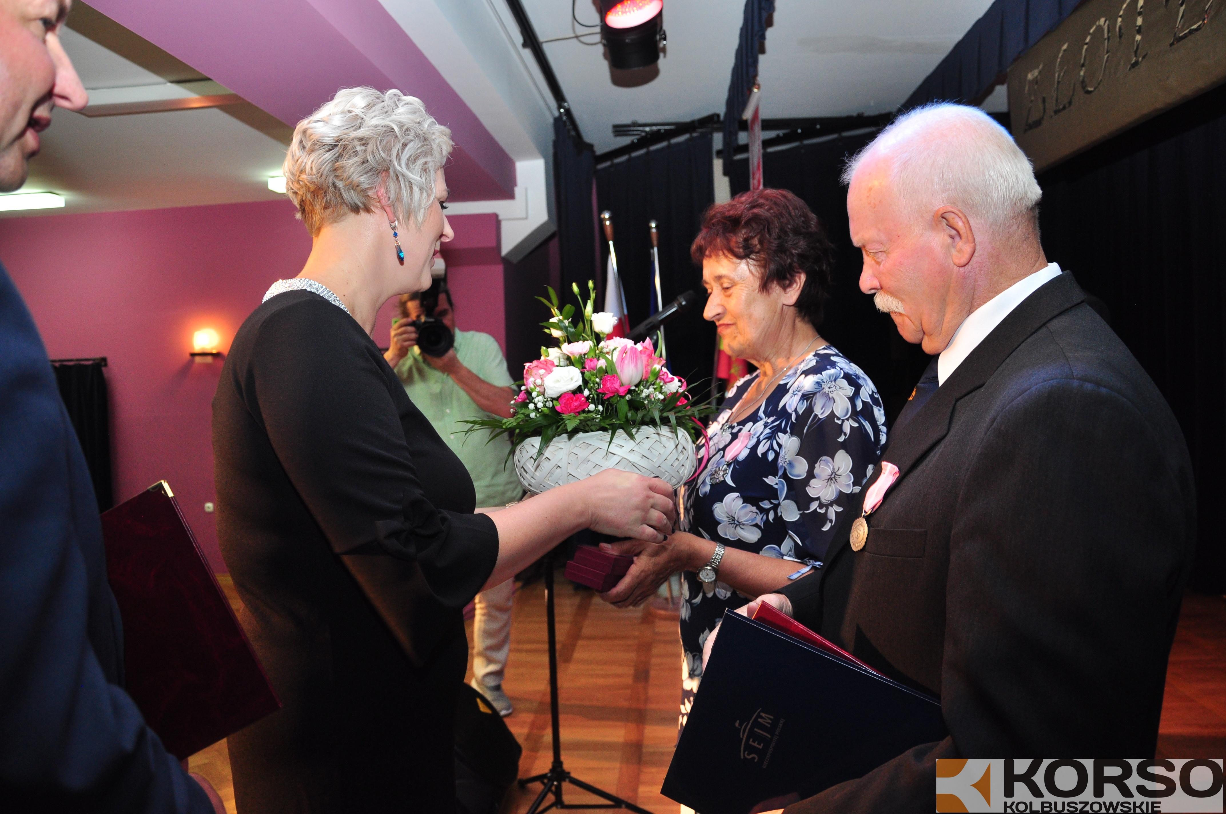 Małżeństwa z 50-letnim stażem otrzymały medale od Prezydenta RP. Pary odznaczono w Cmolasie  - Zdjęcie główne
