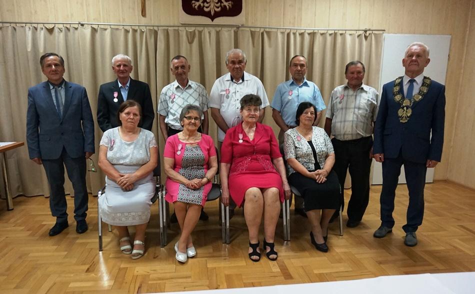 10 par z gminy Raniżów obchodziło 50-lecie małżeństw. Zobacz zdjęcia z uroczystości  - Zdjęcie główne