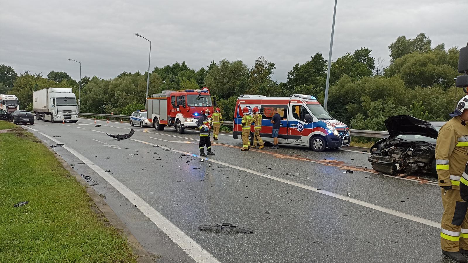 Wypadek w Widełce na trasie relacji Kolbuszowa - Rzeszów. Droga nr 9 była zablokowana [ZDJĘCIA - AKTUALIZACJA] - Zdjęcie główne