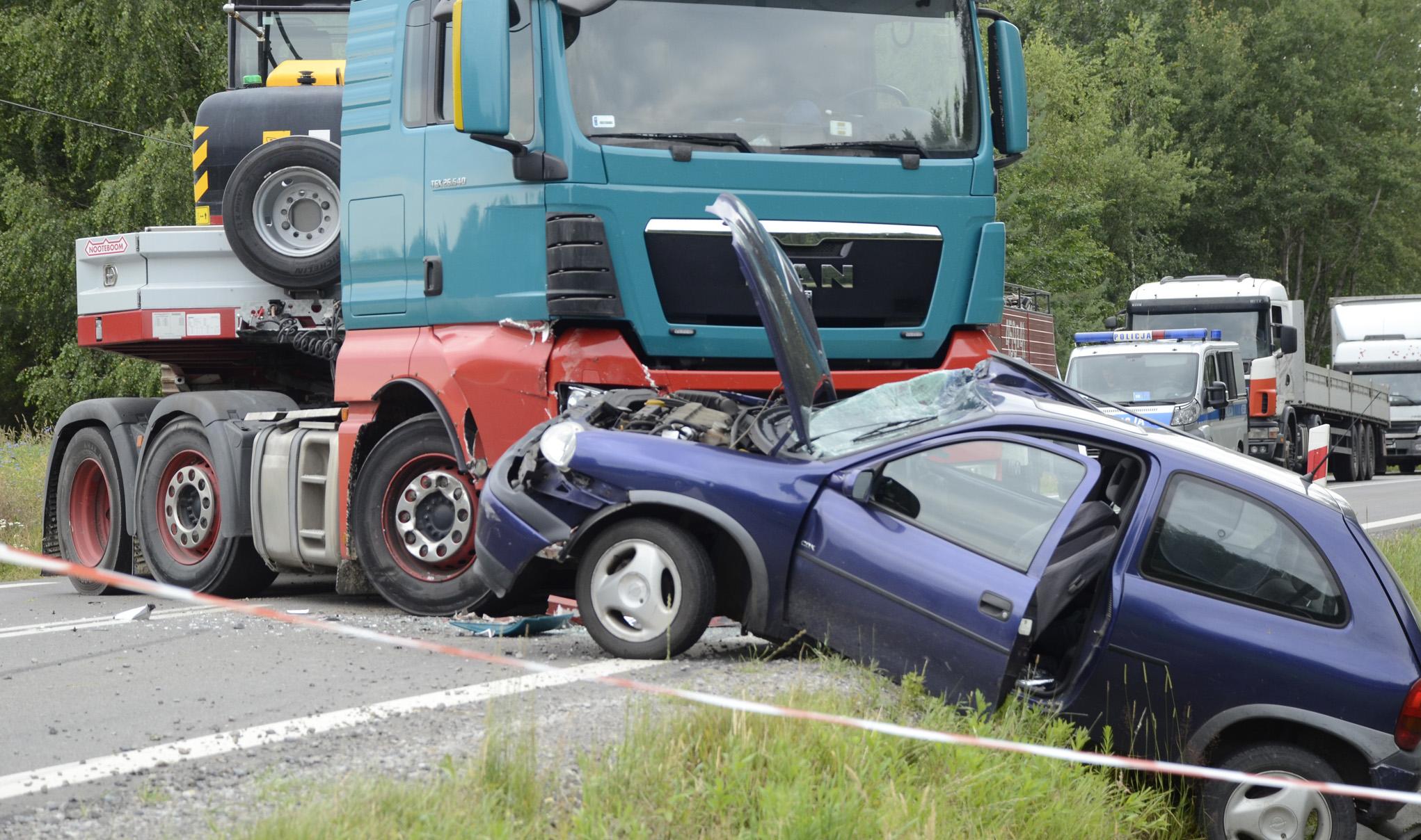 Wypadek w Dzikowcu na drodze wojewódzkiej. Droga zablokowana! [FOTO] [MAPA] [VIDEO] - Zdjęcie główne