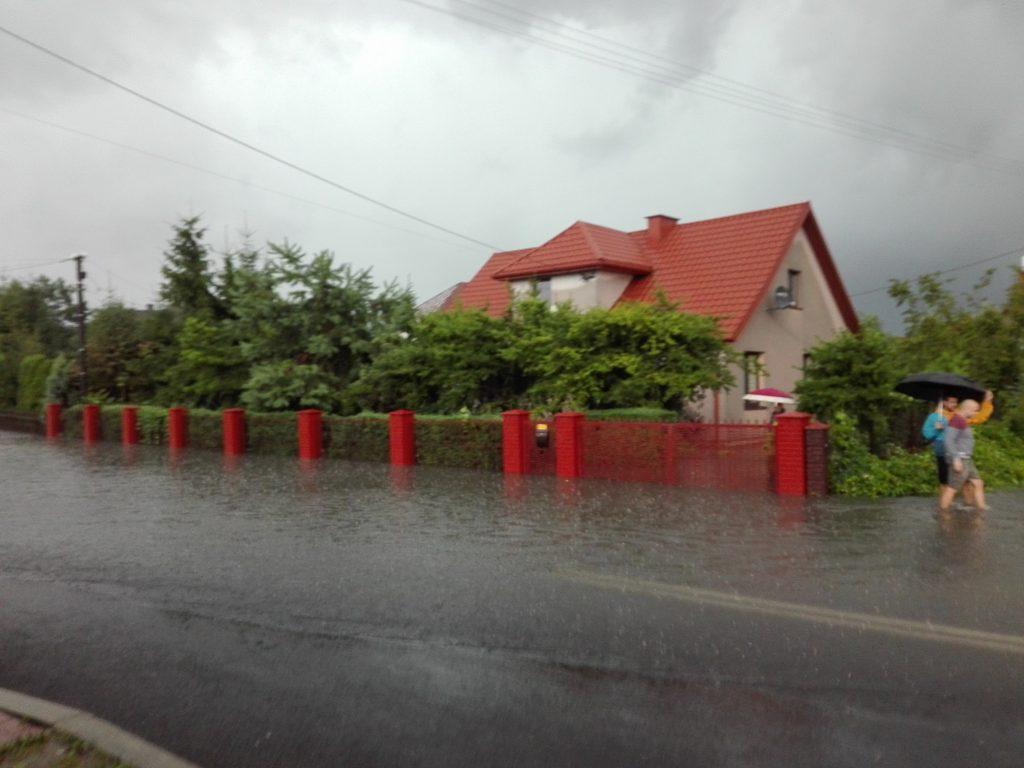 Ciągnący się problem mieszkańców Majdanu Królewskiego [ZDJĘCIA] - Zdjęcie główne