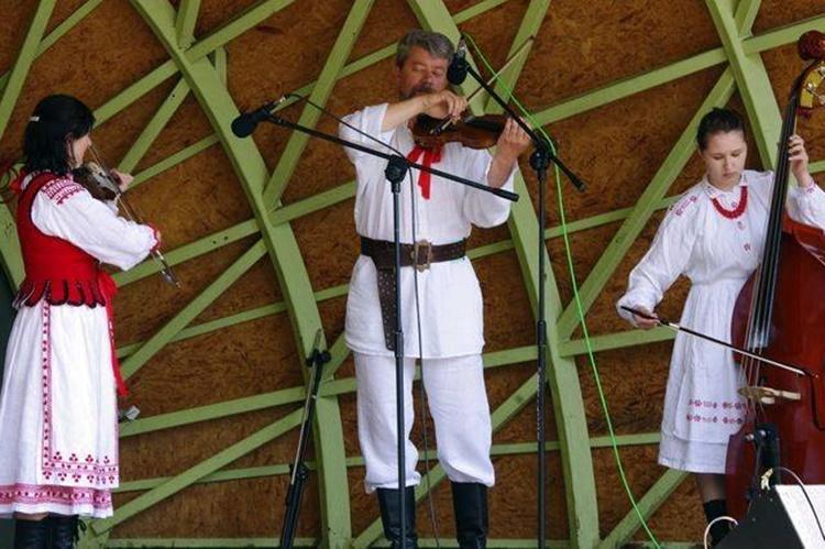 Koncert w Hucie Komorowskiej. Kto wystąpi?  - Zdjęcie główne