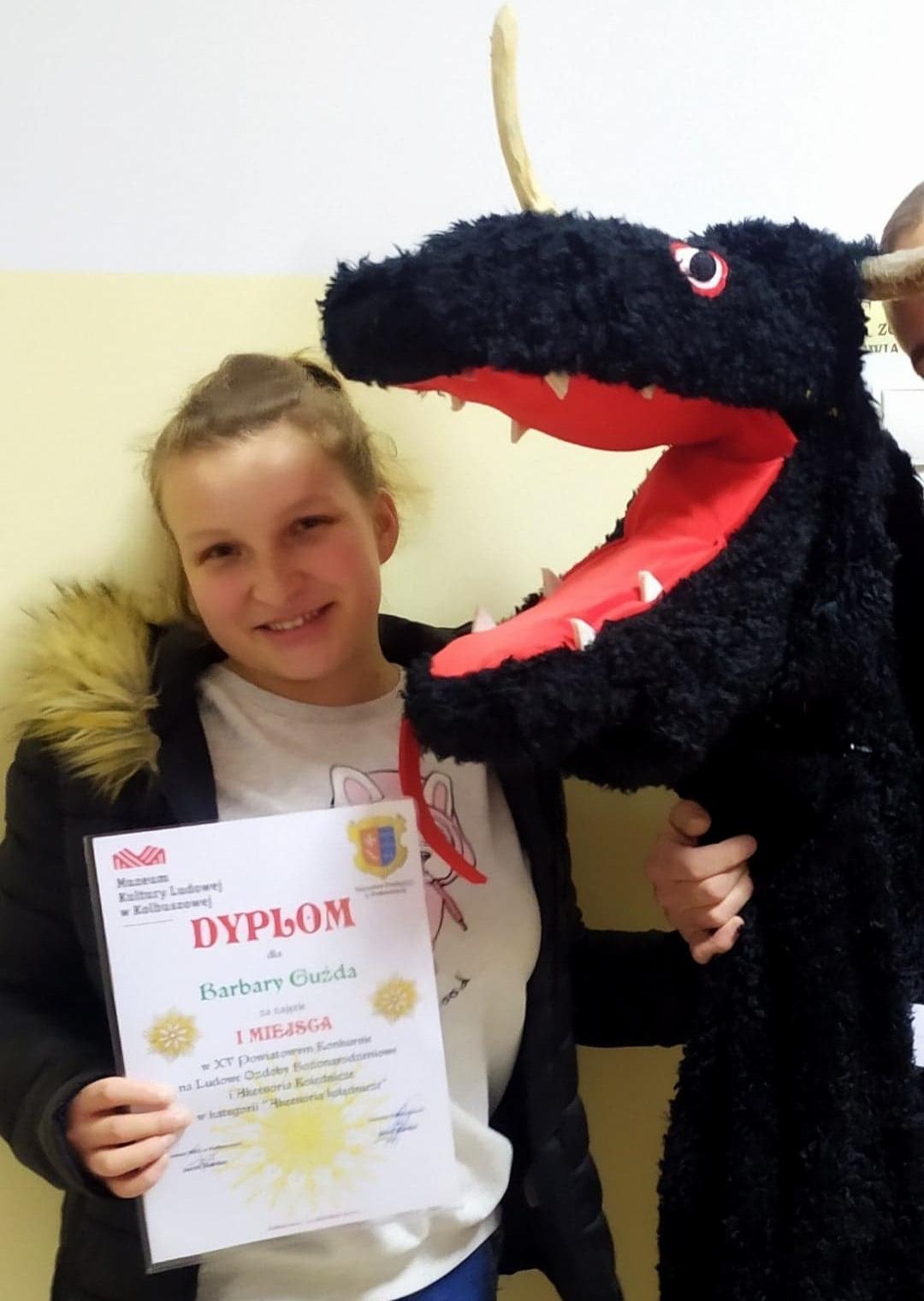 Turoń wykonany przez uczennice szkoły w Weryni wygrał konkurs - Zdjęcie główne
