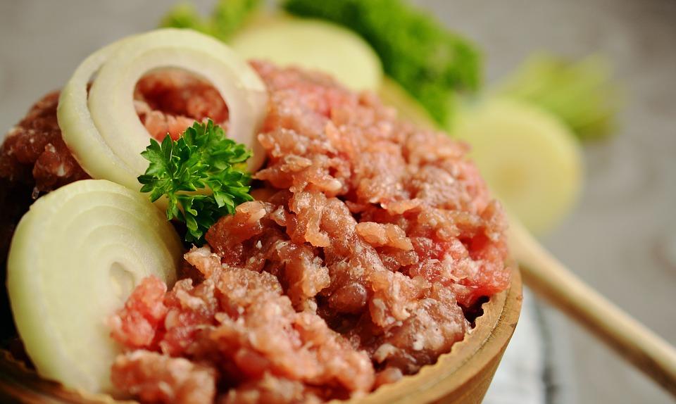 W mięsie z Biedronki może być salmonella - Zdjęcie główne