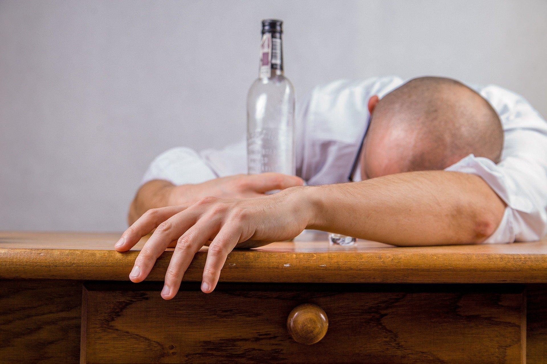 Z regionu. Pijany mężczyzna pomylił mieszkania i zasnął na podłodze - Zdjęcie główne