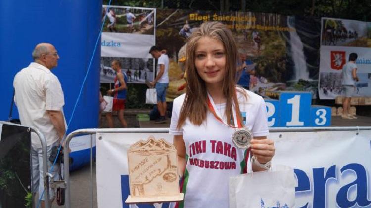 Gmina Kolbuszowa. Biegaczka z medalem. Monika Węgrzyn wicemistrzynią w biegach górskich!  - Zdjęcie główne