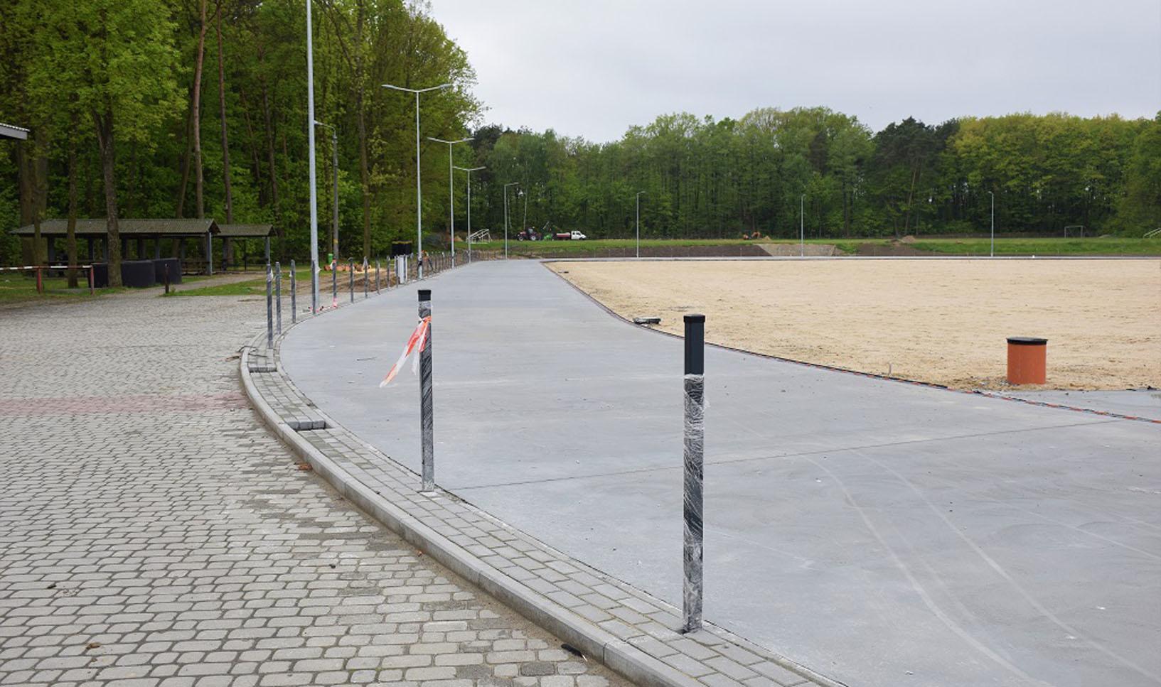 Wiadomo już, którzy z wykonawców zajmą się budową ogrodzenia i oświetlenia boiska piłkarskiego w Kolbuszowej Dolnej - Zdjęcie główne