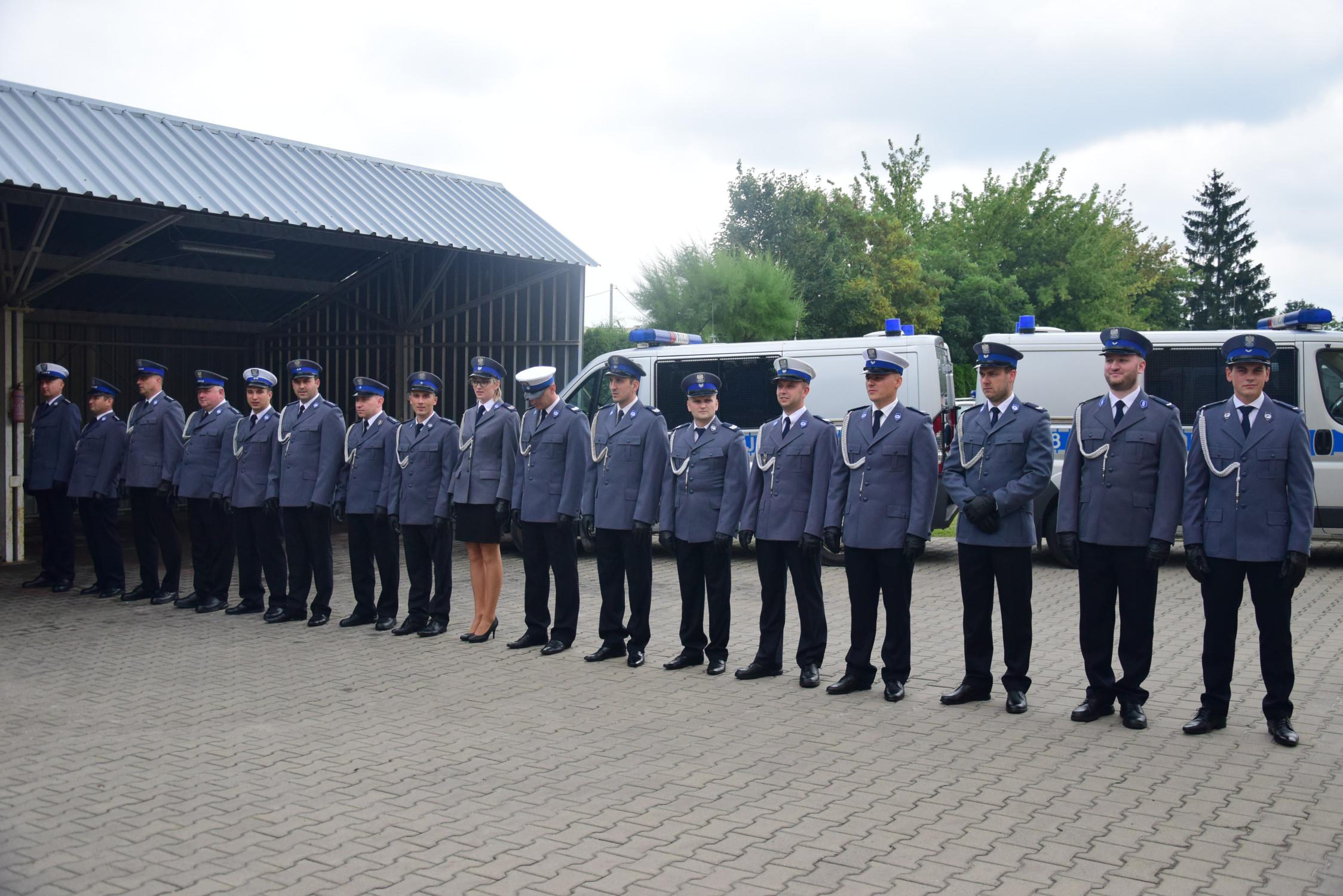 W Kolbuszowej funkcjonariusze policji otrzymali odznaczenia i awanse. Mamy zdjęcia z uroczystości [GALERIA ZDJĘĆ] - Zdjęcie główne
