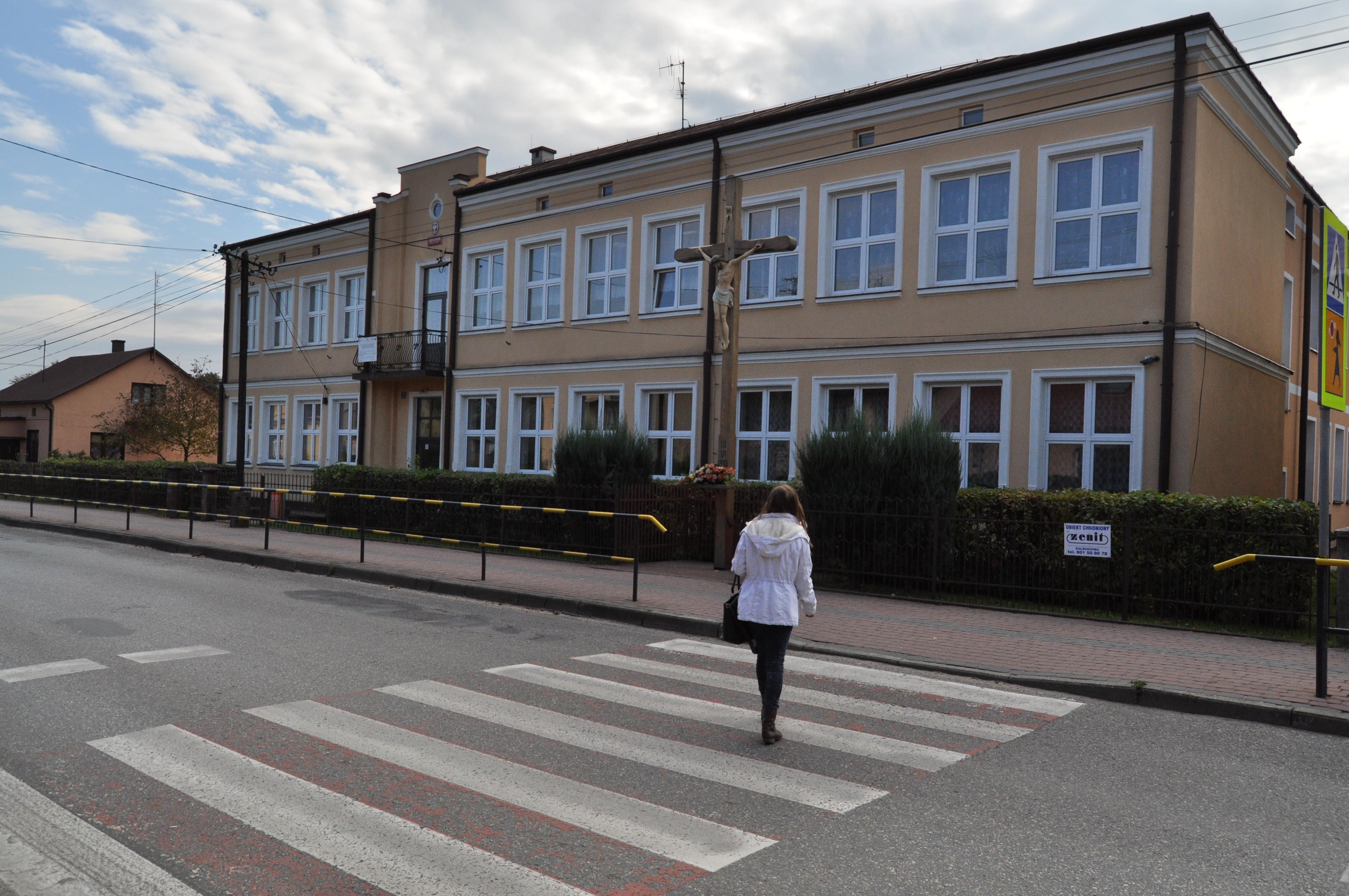 Gmina Raniżów. Samorząd unieważnił postępowanie w sprawie remontu toalet szkolnych w placówce przy ul. Grunwaldzkiej  - Zdjęcie główne