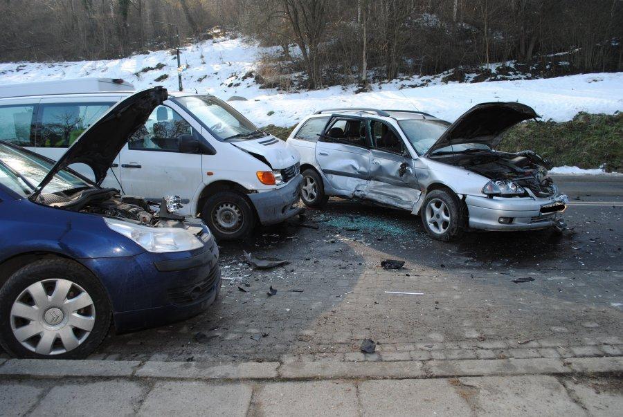 Podkarpacie: Kraksa trzech samochodów. Ranni w szpitalu  [ZDJĘCIA] - Zdjęcie główne