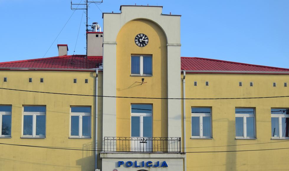Komendat policji tłumaczył się radnym z... niepunktualnego zegara na budynku komendy w Kolbuszowej  - Zdjęcie główne