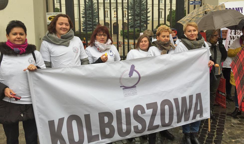 Osiem pracownic kolbuszowskiego laboratorium analitycznego protestowało w Warszawie  - Zdjęcie główne