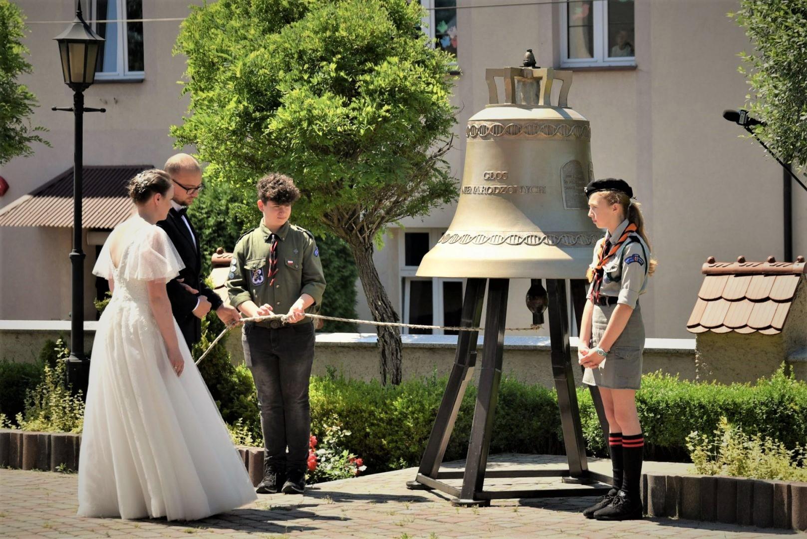 """Dzwon """"Głos Nienarodzonych"""" wprowadzony do Kolbuszowej [ZDJĘCIA] - Zdjęcie główne"""