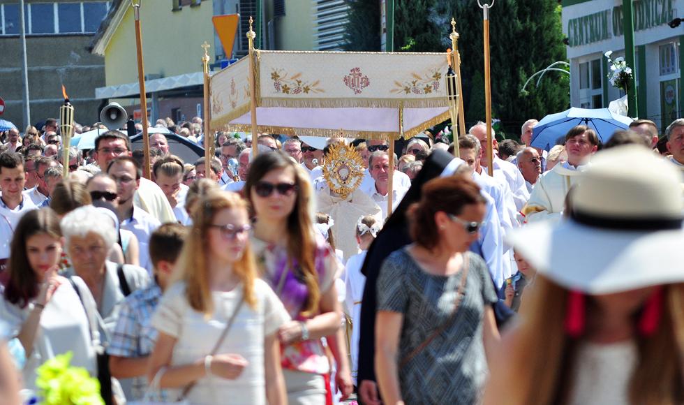 Boże Ciało 2018 w Kolbuszowej. W procesjach wzięły udział tłumy wiernych [ZDJĘCIA] - Zdjęcie główne