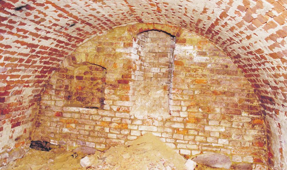 W podziemiach kościoła w Kolbuszowej ukryta jest krypta - Zdjęcie główne