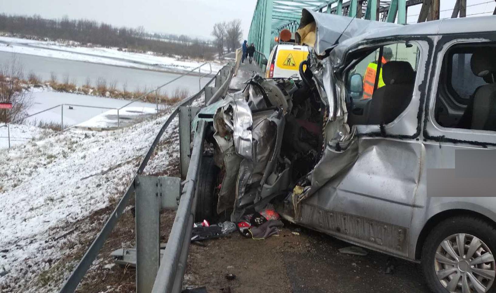Podkarpacie. Wypadek w Nagnajowie na moście. Sporo osób rannych [ZDJĘCIA] - Zdjęcie główne