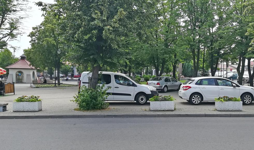 KOLBUSZOWA. Linia wokół płyty rynku ma zatrzymać kierowców  - Zdjęcie główne