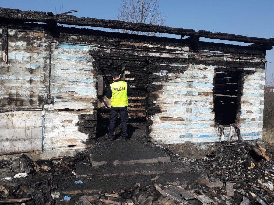 Mężczyzna zginął w pożarze własnego domu [FOTO] - Zdjęcie główne