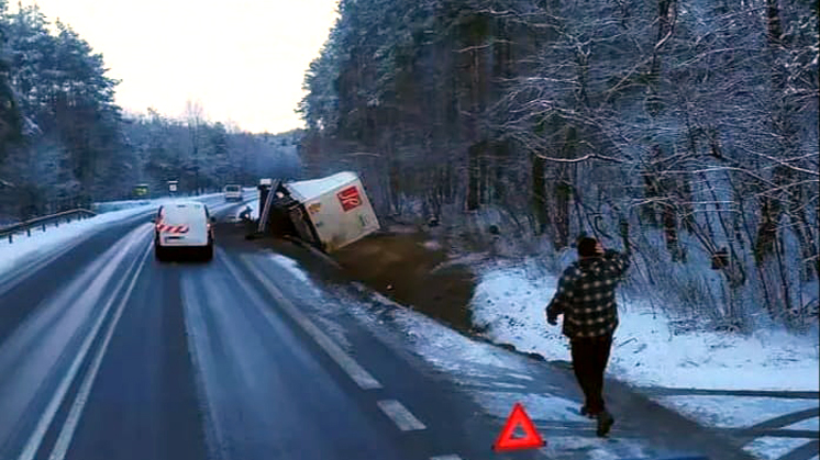 Przyłęk. Zablokowana droga relacji Kolbuszowa - Mielec [ZDJĘCIA - MAPA - AKTUALIZACJA] - Zdjęcie główne