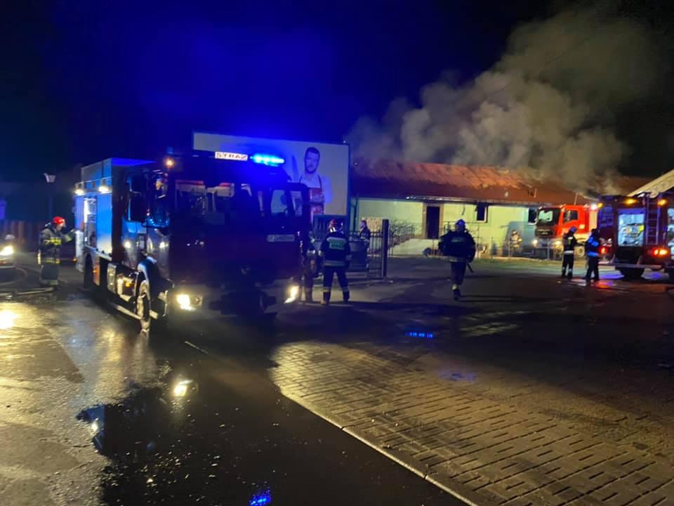 Z PODKARPACIA. Pożar fabryki gumy. Na miejscu 10 zastępów straży [FOTO] - Zdjęcie główne