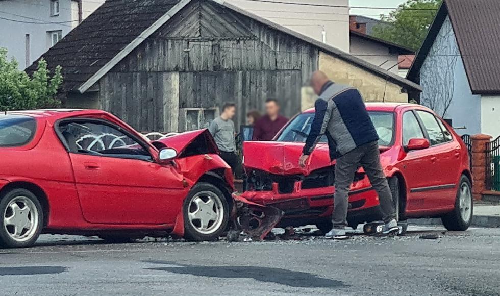 Wypadek w Cmolasie. Doszło do czołowego zderzenia [FOTO] - Zdjęcie główne