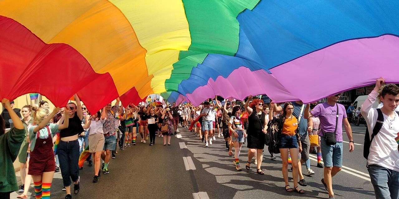 """PODKARPACIE: Uchwała """"anty-LGBT"""" zostanie uchylona. Dotarliśmy do projektu nowego dokumentu - Zdjęcie główne"""