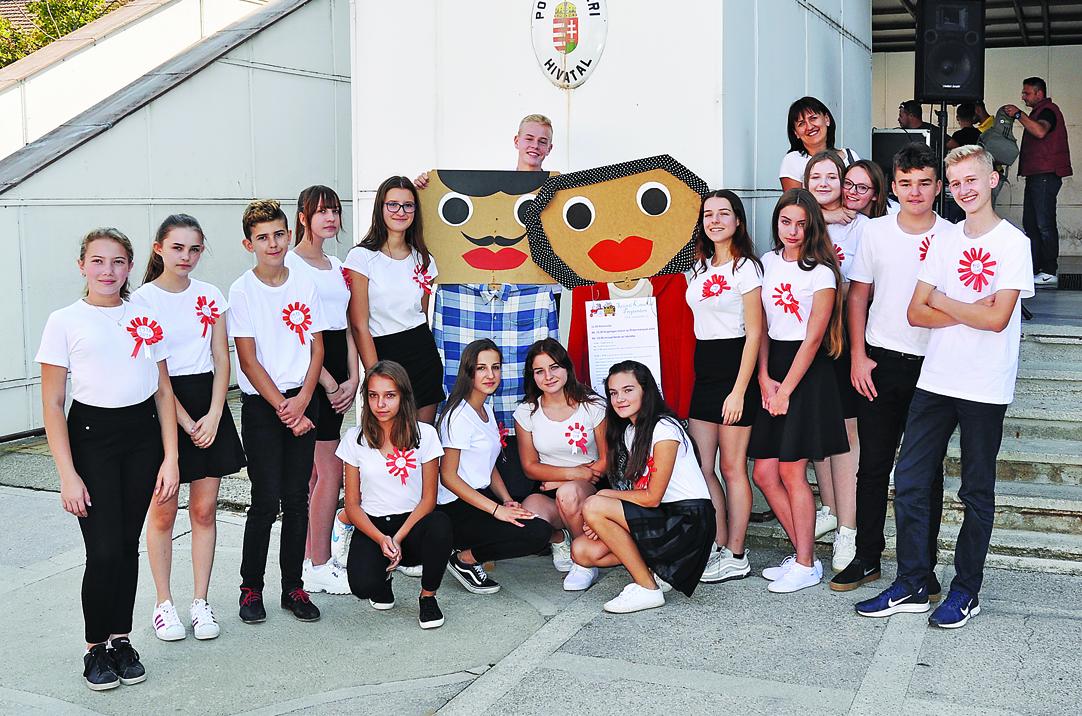 Uczniowie z Widełki odwiedzili swoich rówieśników w Mateszalce na Węgrzech - Zdjęcie główne