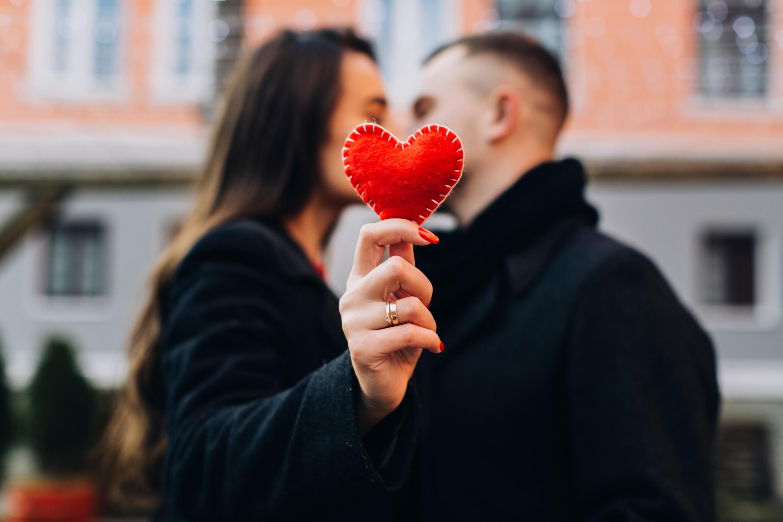 Dziś Światowy Dzień Pocałunku  - Zdjęcie główne