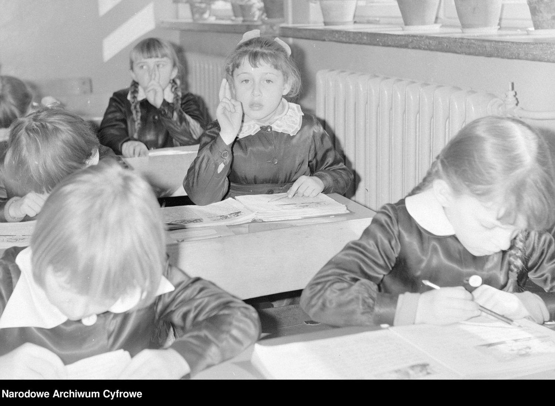 Szkolne czasy w epoce Polski Ludowej. Zobaczcie archiwalne zdjęcia - Zdjęcie główne