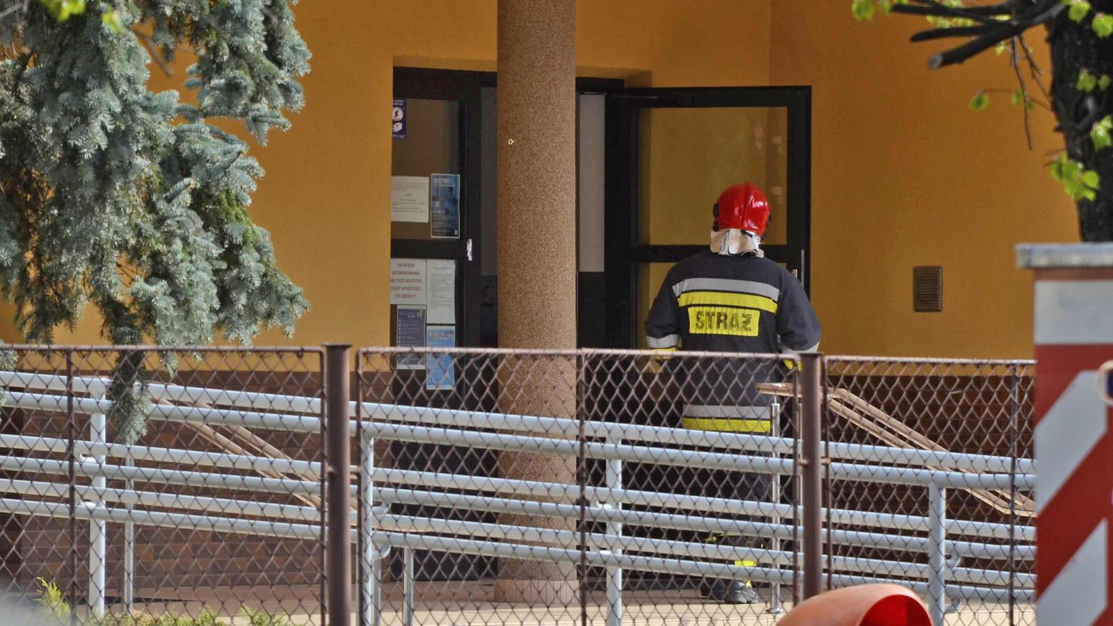 Alarm bombowy w kolbuszowskiej szkole. Na miejscu straż [ZDJĘCIA] - Zdjęcie główne