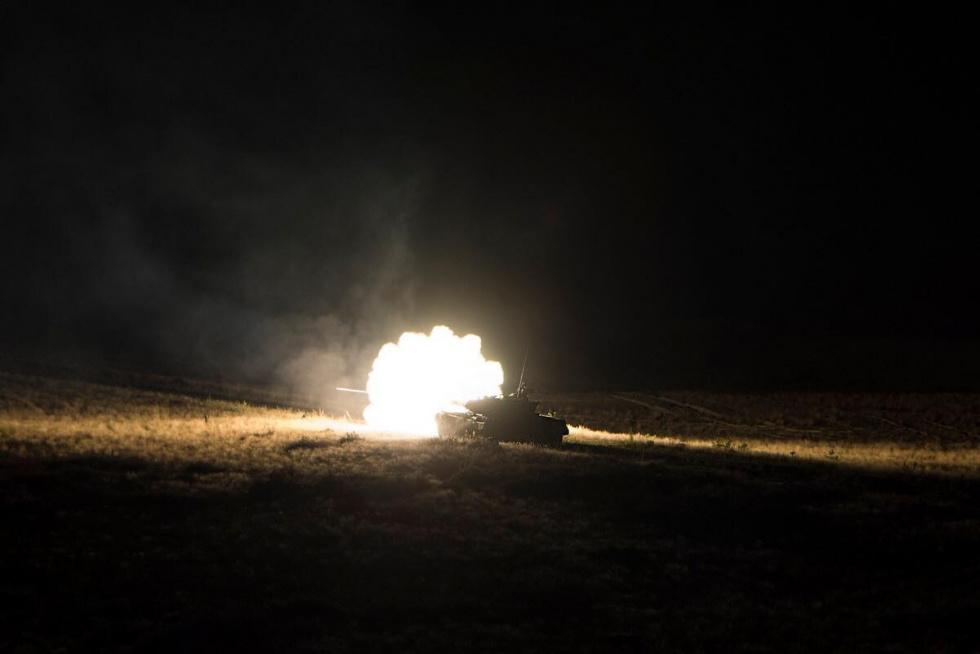 Widowiskowe nocne strzelanie na nowodębskim poligonie - Zdjęcie główne