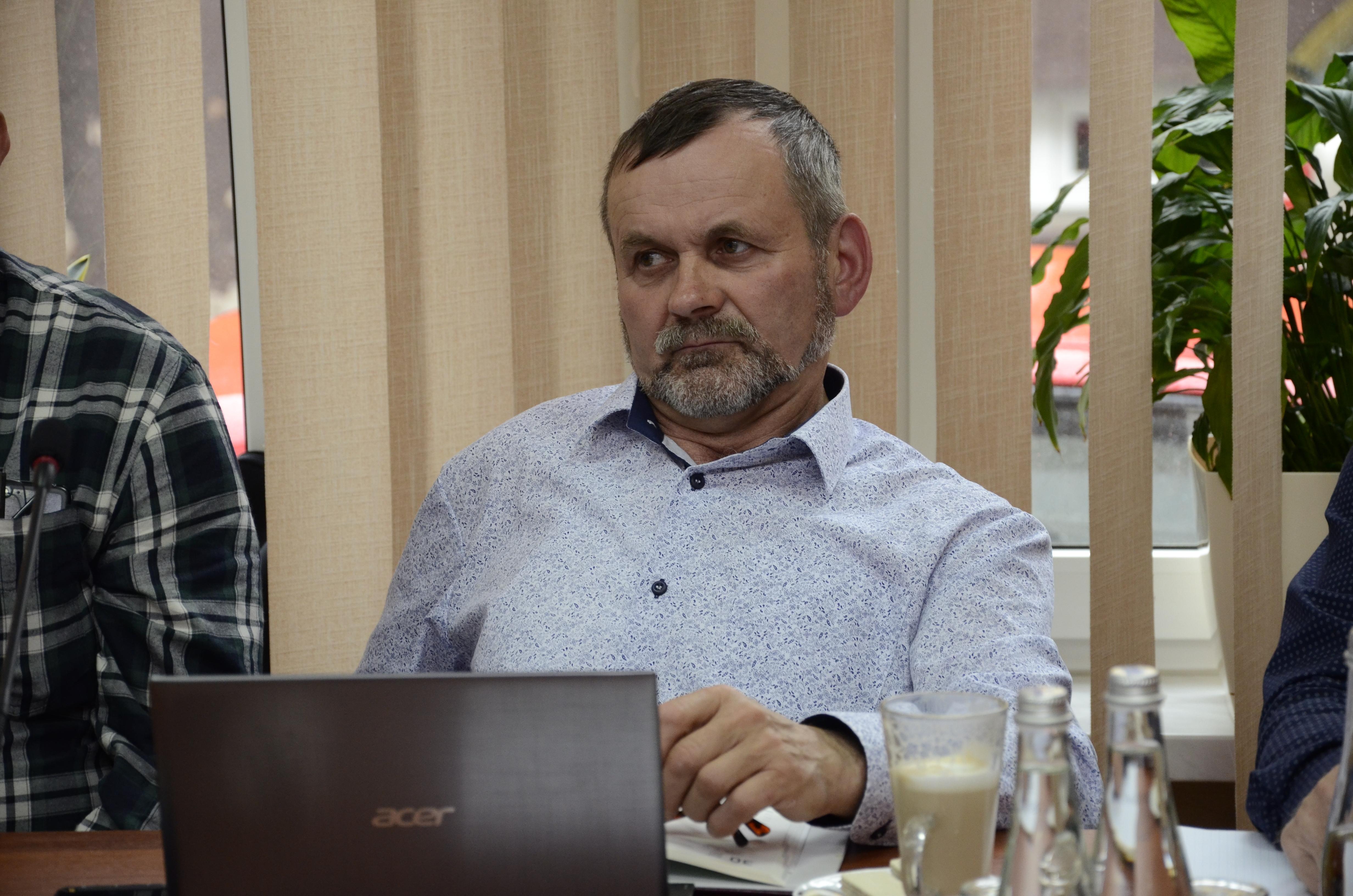 Gmina Niwiska. - Od lat jest jeden i ten sam nierozwiązany temat - podkreślił radny mówiąc o drogach powiatowych - Zdjęcie główne