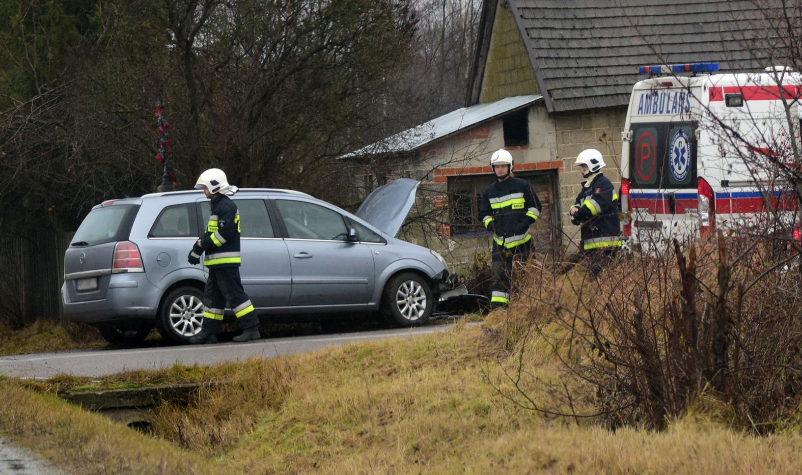 Kolizja dwóch aut w Przedborzu. Strażacy jadą na miejsce zdarzenia. AKTUALIZACJA - Zdjęcie główne
