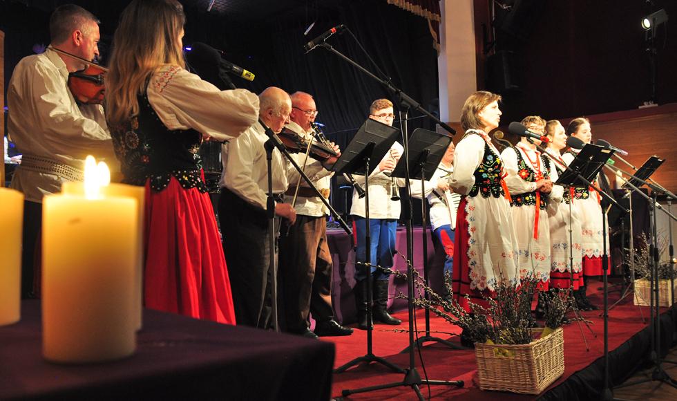 Koncert Pasyjny w Miejskim Domu Kultury ze zbiórką pieniędzy dla chorego Jakuba z Kolbuszowej [GALERIA ZDJĘĆ] - Zdjęcie główne