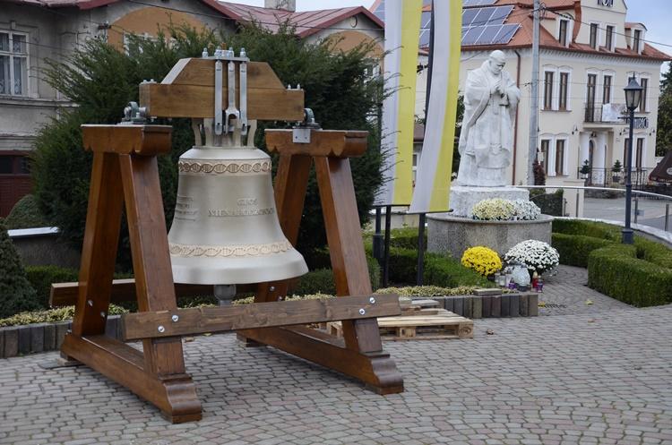 """Dzwon """"Głos Nienarodzonych"""". Symboliczne wprowadzenie w Kolbuszowej [WIDEO - ZDJĘCIA - AKTUALIZACJA] - Zdjęcie główne"""