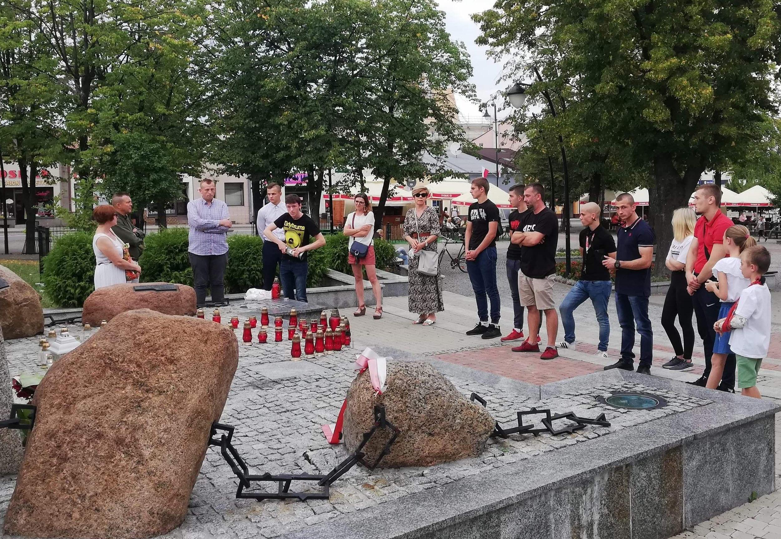 Kolbuszowianie uczcili pamięć powstańców  ZDJĘCIA  - Zdjęcie główne