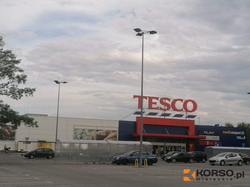 Tesco sprzedaje swój biznes w Polsce. Kto je przejmie?  - Zdjęcie główne