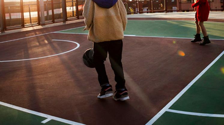 Podkarpacie: Z maczetą na placu zabaw. 81-latek groził dzieciom - Zdjęcie główne