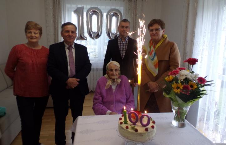 Kolejna mieszkanka powiatu kolbuszowskiego obchodziła 100 urodziny. To pani Anna Ślusarczyk [ZDJĘCIA] - Zdjęcie główne