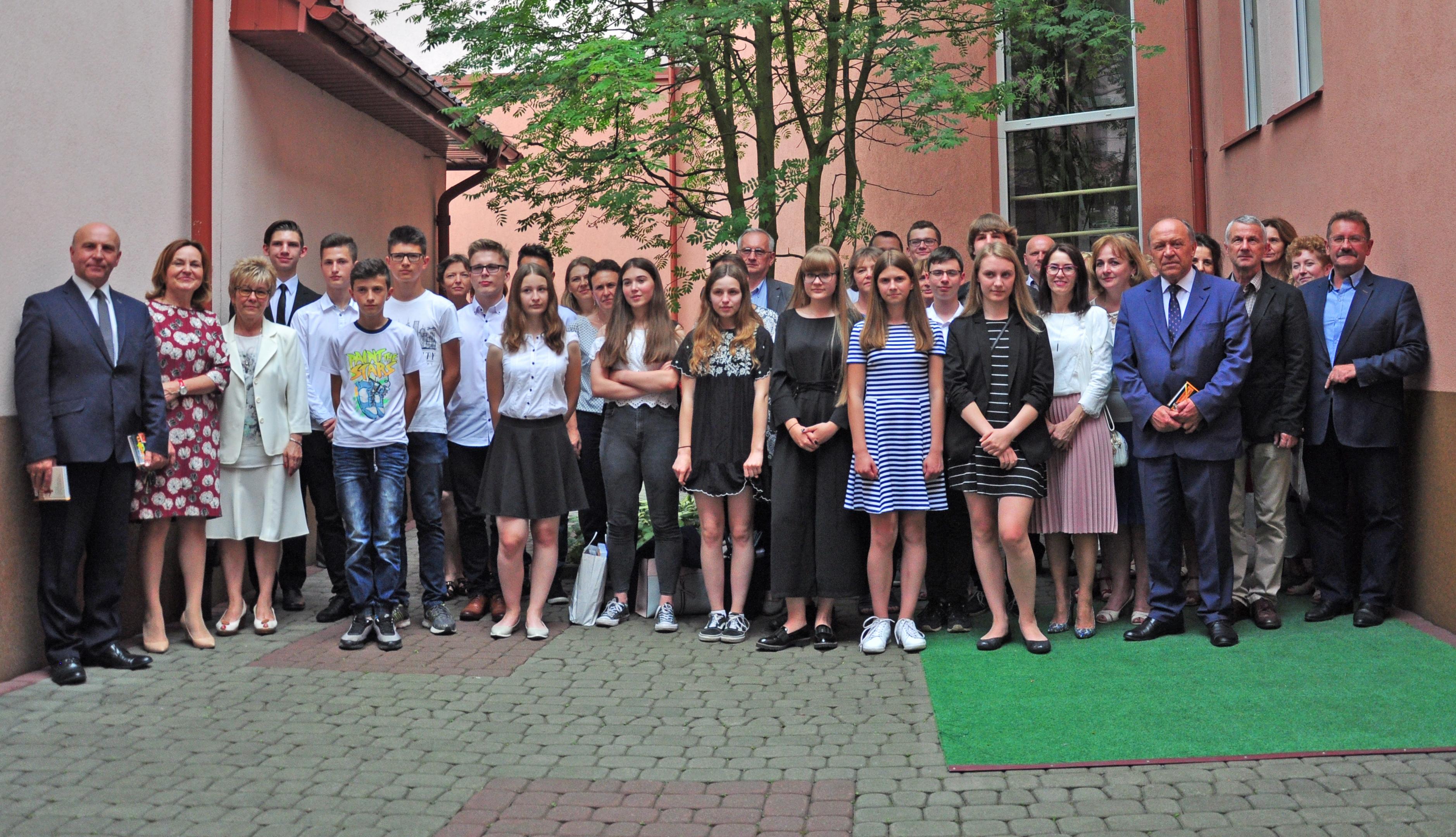 Powiat kolbuszowski. Laureaci konkursów i olimpiad spotkali się w bibliotece w Kolbuszowej  - Zdjęcie główne