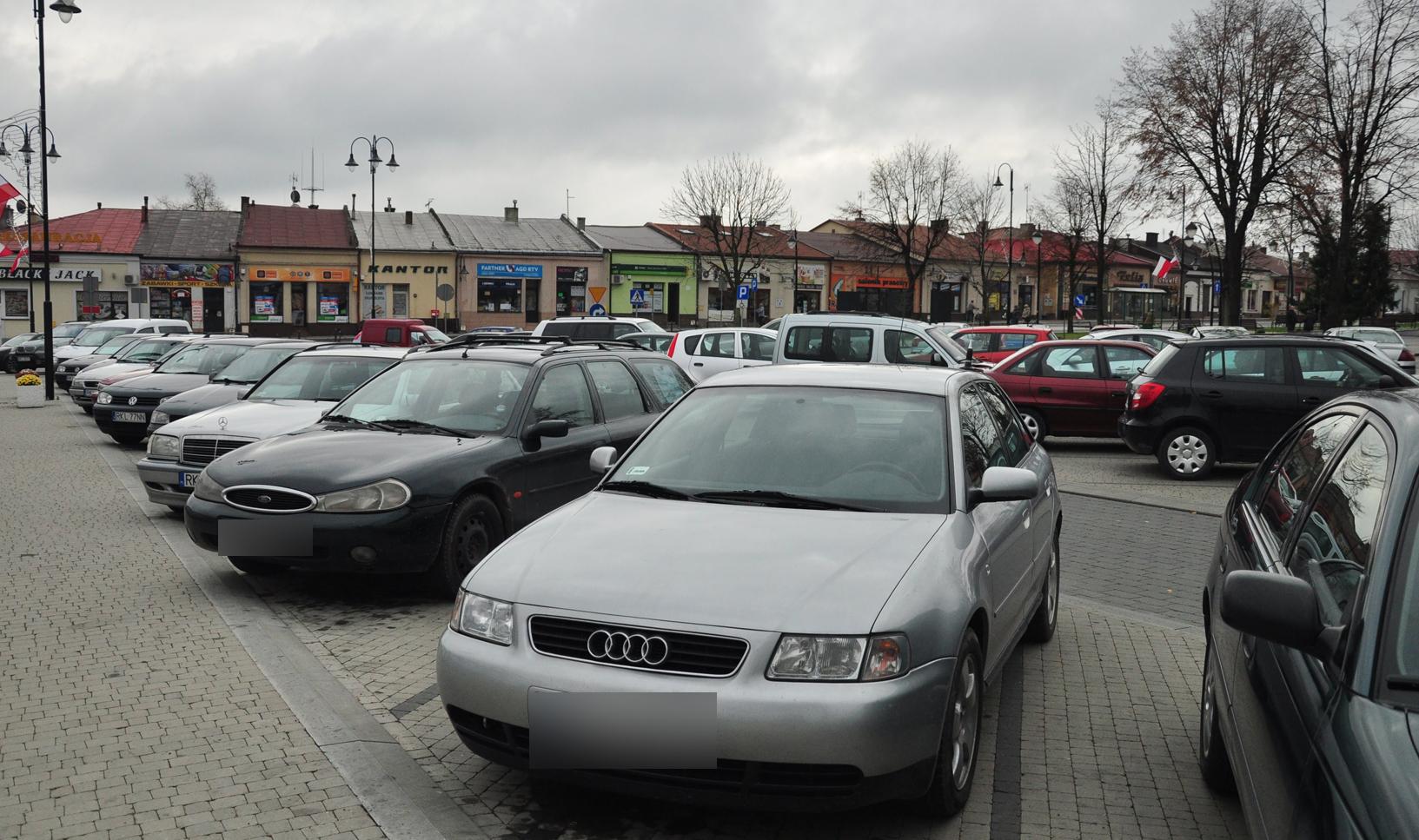 Z OSTATNIEJ CHWILI. Jest decyzja radnych w sprawie płatnego parkowania na rynku w Kolbuszowej - Zdjęcie główne
