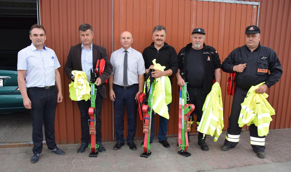 Sprzęt ratunkowy trafił do strażaków z czterech jednostek OSP z gminy Kolbuszowa  - Zdjęcie główne