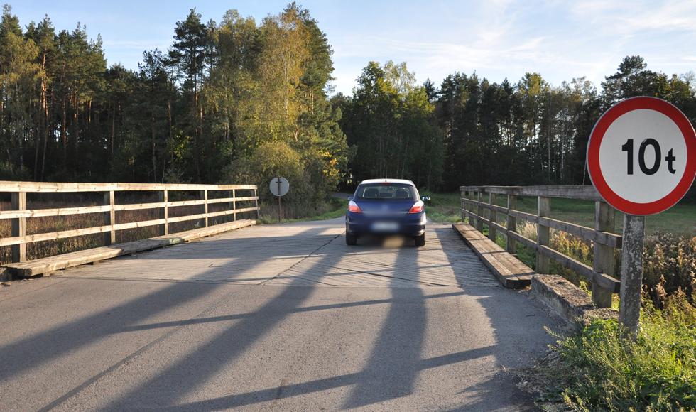 Gmina Raniżów. Gwoździe wystające z nawierzchni drewnianych mostów martwią naszego Czytelnika - Zdjęcie główne