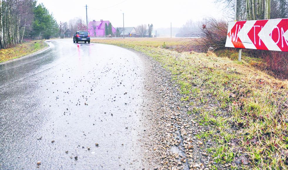 Adam Chlebowski z Huciny narzekał na stan poboczy przy jednej z dróg powiatowych w gminie Niwiska  - Zdjęcie główne