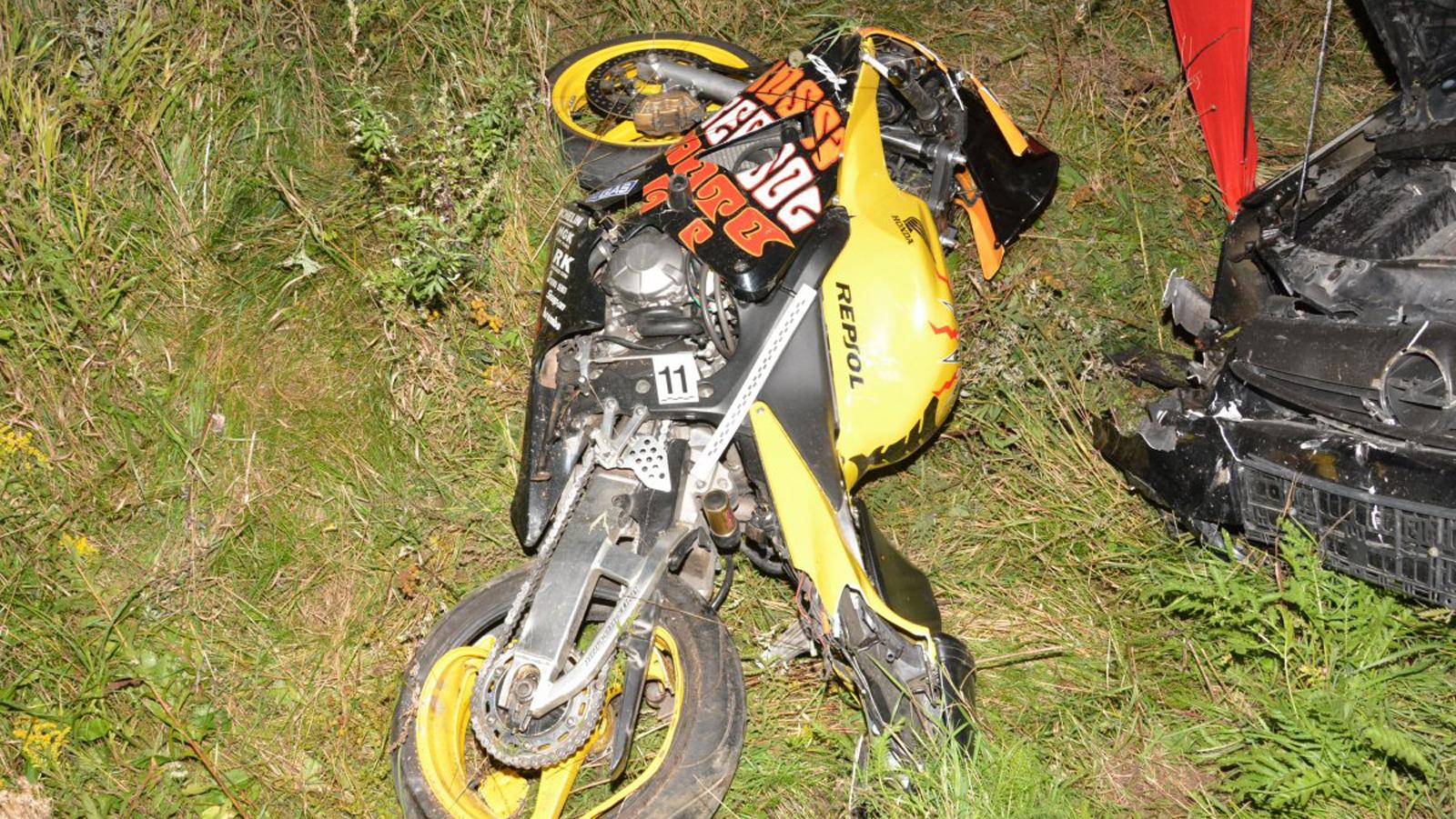 PODKARPACIE: Pijany uderzył osobówką w motocykl. Kierowca nie żyje [ZDJĘCIA] - Zdjęcie główne