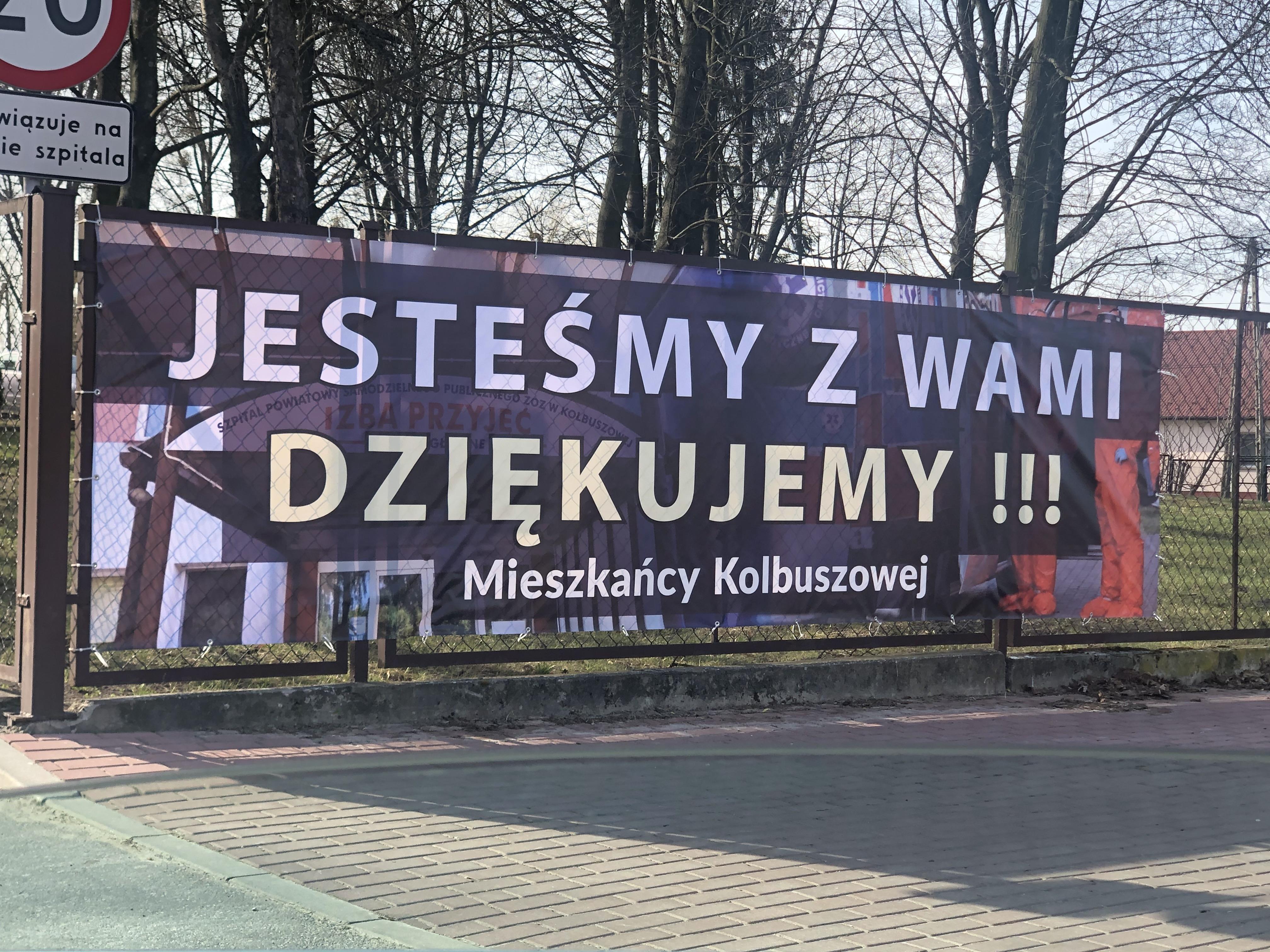 KOLBUSZOWA. Kolejny baner pod szpitalem. Mieszkańcy dziękują służbie zdrowia - Zdjęcie główne